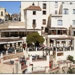 """Ресторанта """"Дон Мигел"""" с много тераси построен на ръба на скалата – Ронда"""
